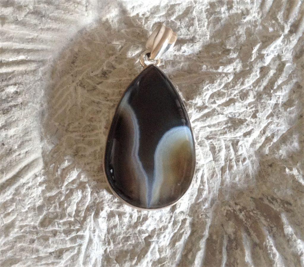 Agate crystal pendant